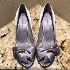 EUC Kelly and Katie Silver Pumps